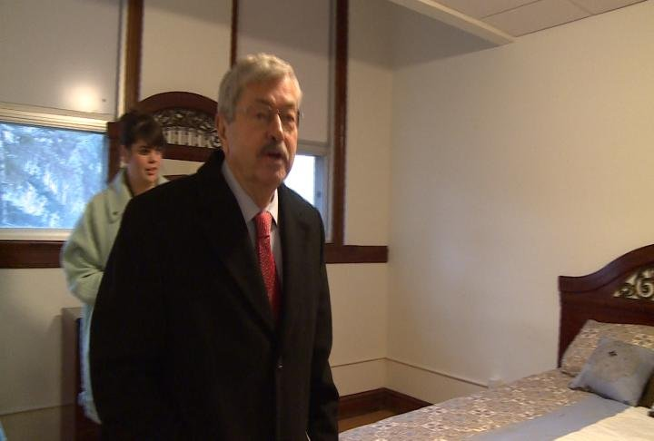 Iowa Governor Terry Branstad tours a newly renovated room in an apartment complex that used to be Fort Madison Middle School.