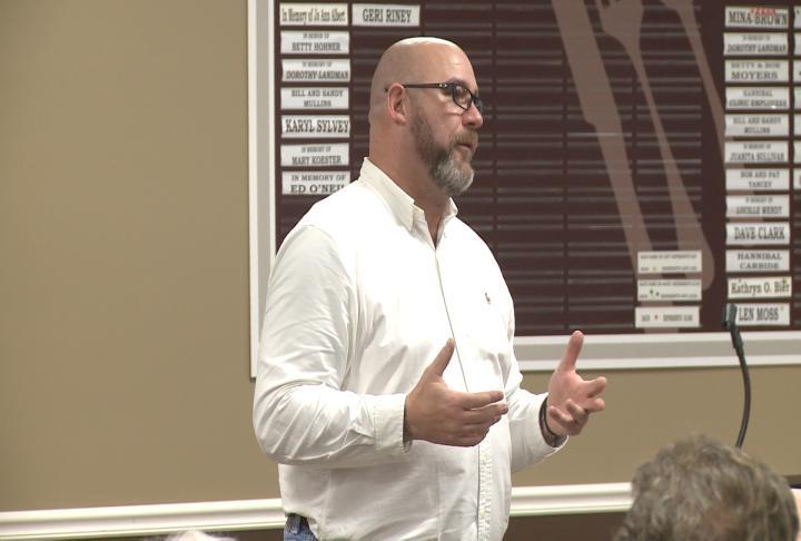Jeff Yalden spoke at the Hannibal Nutrition Center on Thursday.
