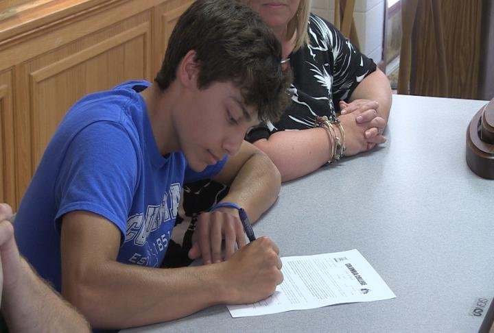 Palmyra senior golfer signed on with Columbia College Thursday.