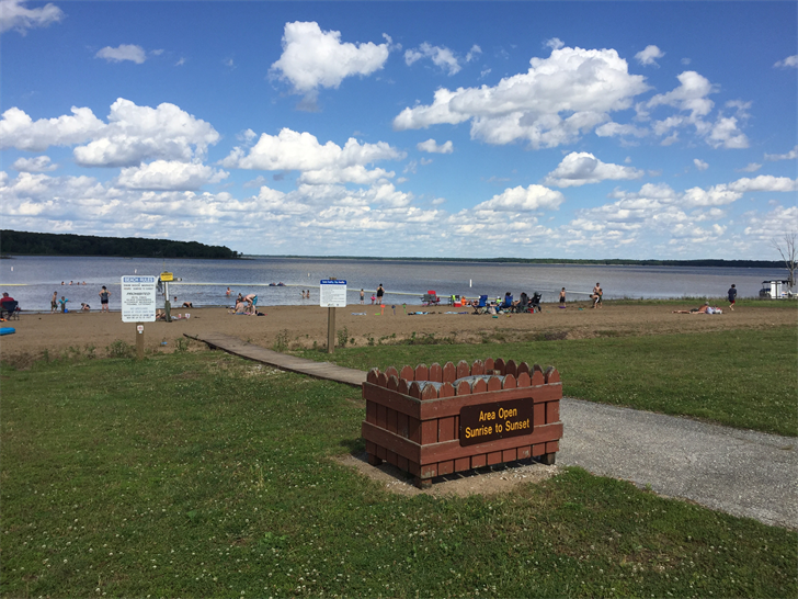 Families celebrate the holiday weekend at Mark Twain Lake