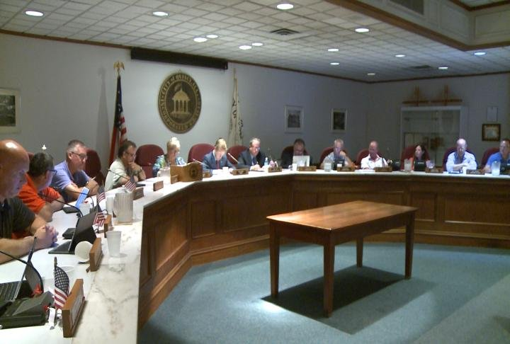 Quincy City Council prepares for its meeting Monday.
