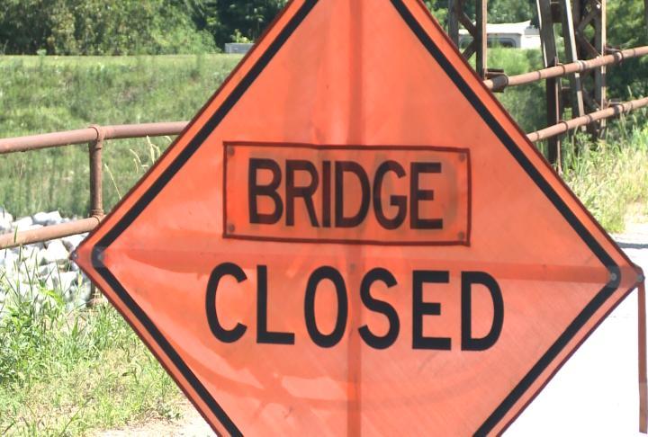 Closure sign for bridge