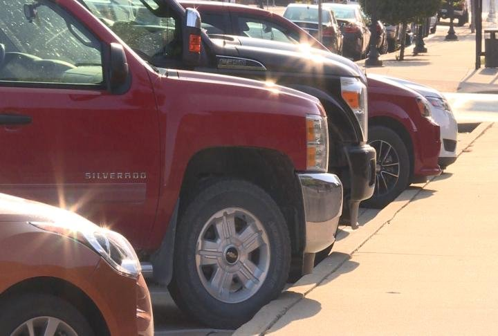 Cars parked along street outside Adams County Courthouse.