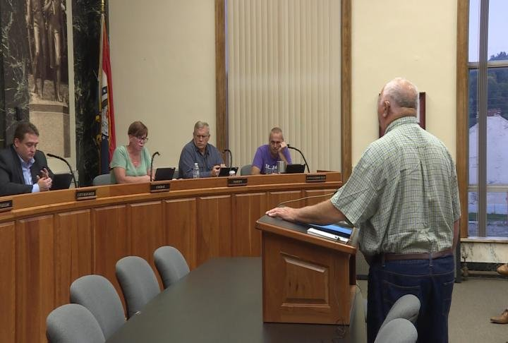 Council talks with water advocate during Tuesday's Hannibal City Council meeting.