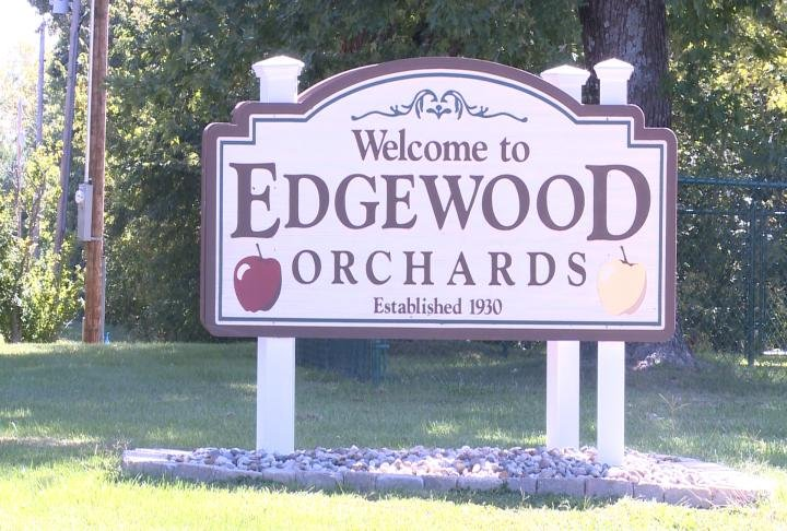 A class went on a field trip to Edgewood Orchards