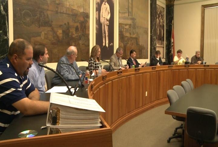 Hannibal City Council prepare for Tuesday's meeting.