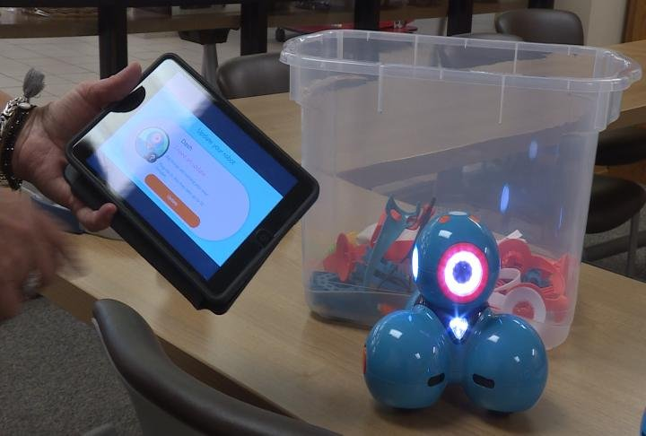 Apps and challenges are available with the Dot and Dash robots.