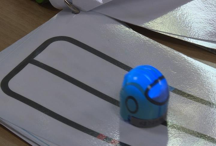 Children can draw colored lines to code and control the OZBOT for ages 6 and up.