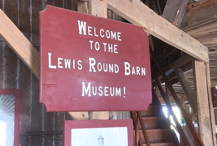 The Lewis Round Barn Mueseum