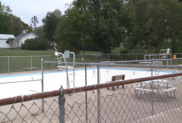 Barry public pool