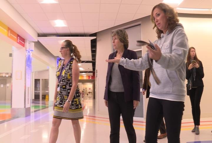 Weingarten touring the new Lincoln-Douglas Elementary School