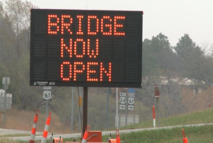 Drivers are notified of bridge re-opening.