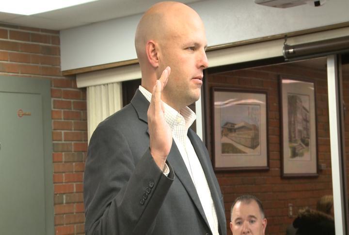 Ryan Rapp gets sworn in as new member of Hannibal School Board.
