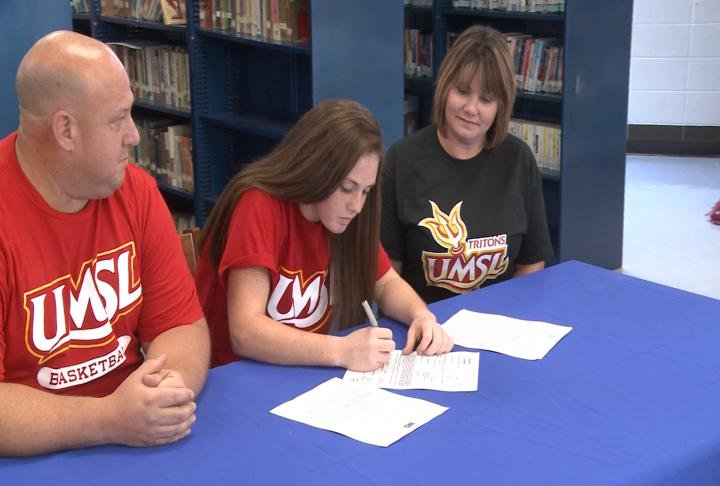 Mark Twain's all-time leading scorer McKenzie Lathrom signed on with Missouri-St. Louis on Wednesday.