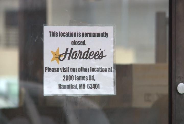 Closed sign at the Hannibal Hardee's at 4729 McMasters.