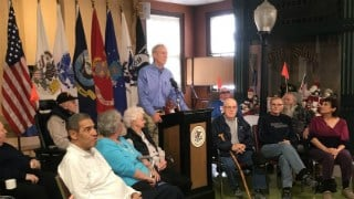 Rauner speaks at the vets' home.