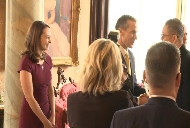 Missouri Governor Eric Greitens and his wife shaking hands at the Governor's Mansion.