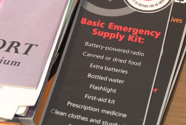 An emergency supply kit list.