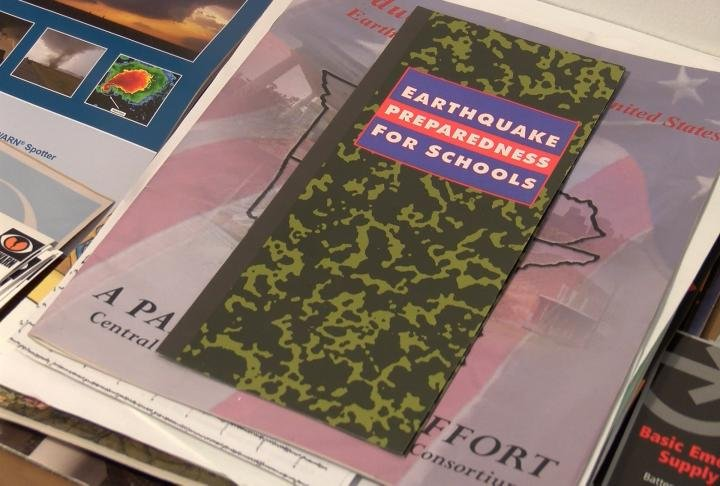 A pamphlet for earthquake preparedness in schools.