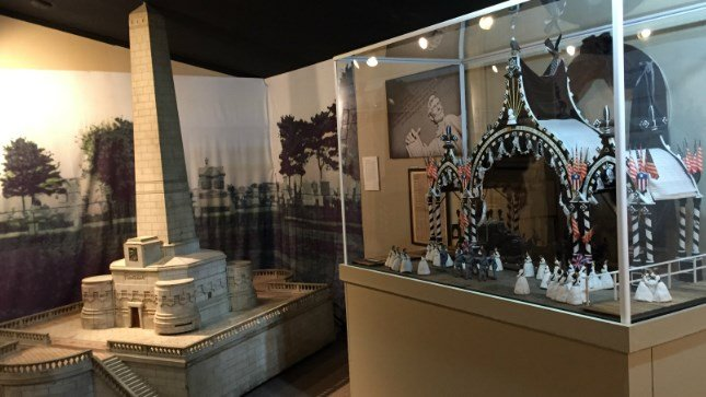 Lincoln Tomb Miniatures