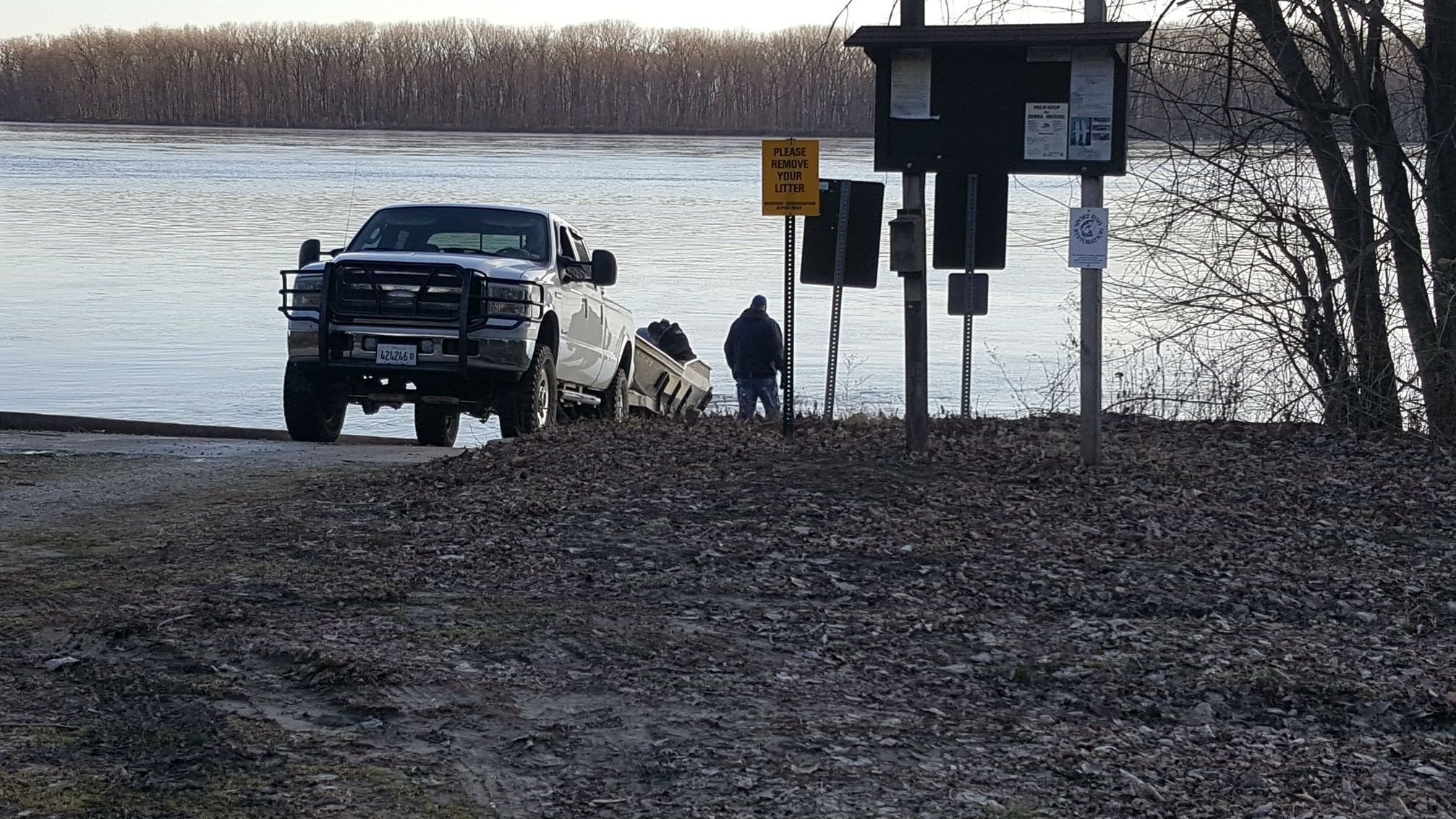 Search resumes Wednesday morning for missing boaters