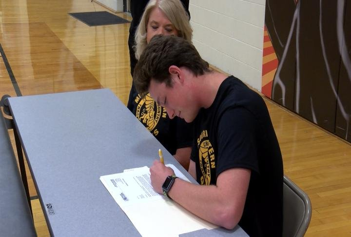 Palmyra's Nick Mudd put pen to paper and signed on with Missouri Western on Monday.