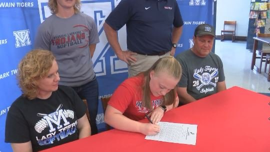 Mark Twain's Lynsie Boling signed on with the Hannibal-LaGrange softball program Tuesday afternoon.