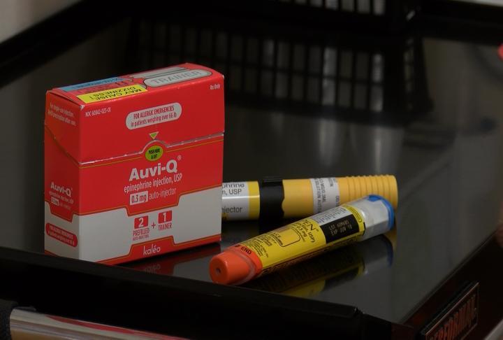 Epinephrine auto injectors