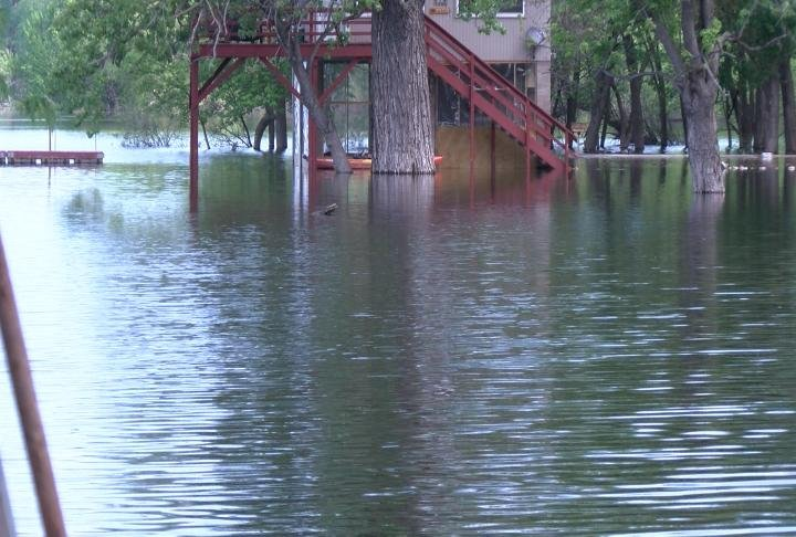 Flood warnings are issued along the Mississippi River in the Tri-States.