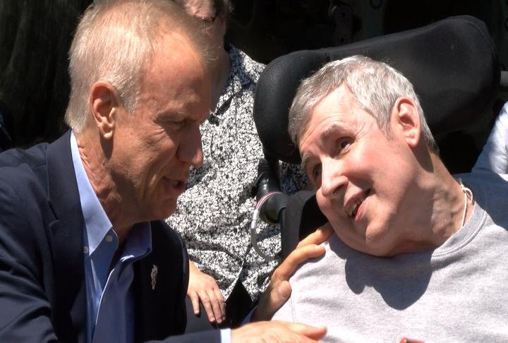 Illinois Governor Bruce Rauner visited the vets home Tuesday afternoon.