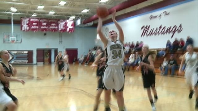 Madison Steinkamp had 14 points to help Central/SE edge West Hancock 47-46 in Monday's start to the Unity Tournament.