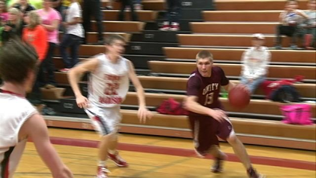 Andrew Doyle and Unity went on the road and knocked off Fort Madison 62-60 on Monday night.
