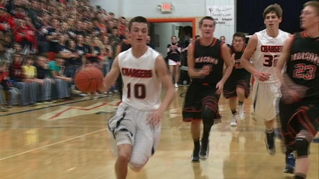 Illini West senior guard Brody Gronewold leads a fast break against the Macomb Bombers.