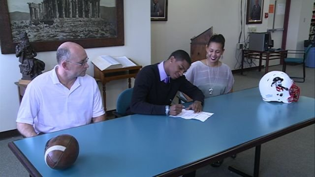Hannibal senior Jawaun Cassidy signs his letter of intent to Missouri Valley on Tuesday afternoon.