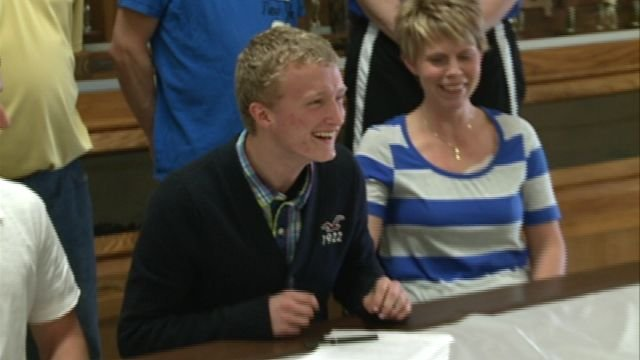 Brandon Davie took the next step in his career by signing with the Culver-Stockton basketball team on Thursday.