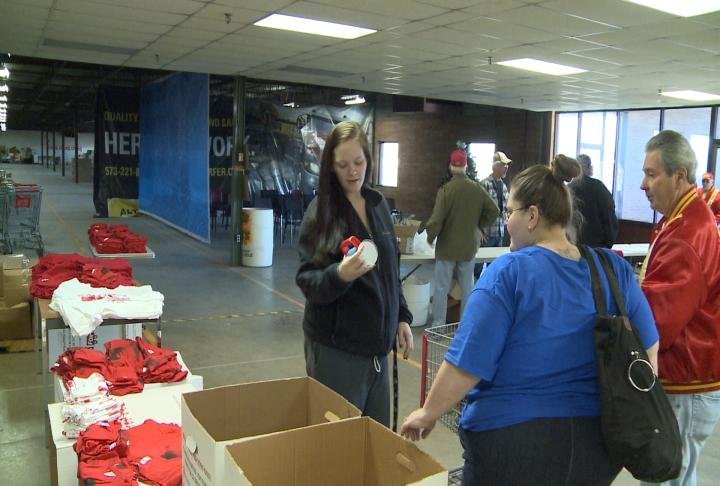 Toys For Tots Pickup : Local families pick up presents from toys for tots wkow