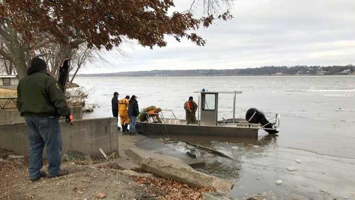 Search for missing boaters near montrose suspended kwwl for Finnicum motors lee county
