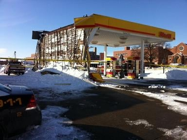 Quincy gas station canopy collapses underneath heavy snow ? & Quincy gas station canopy collapses underneath heavy snow - WGEM ...