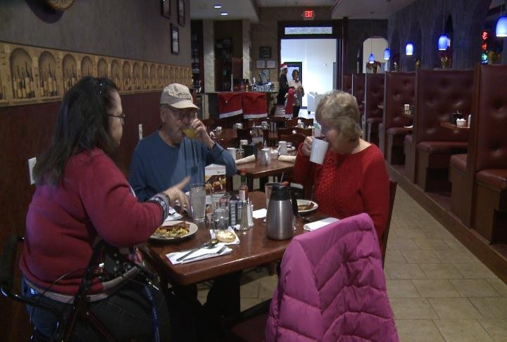 Local restaurants staying open on christmas kwwl for Restaurants open on christmas day 2017