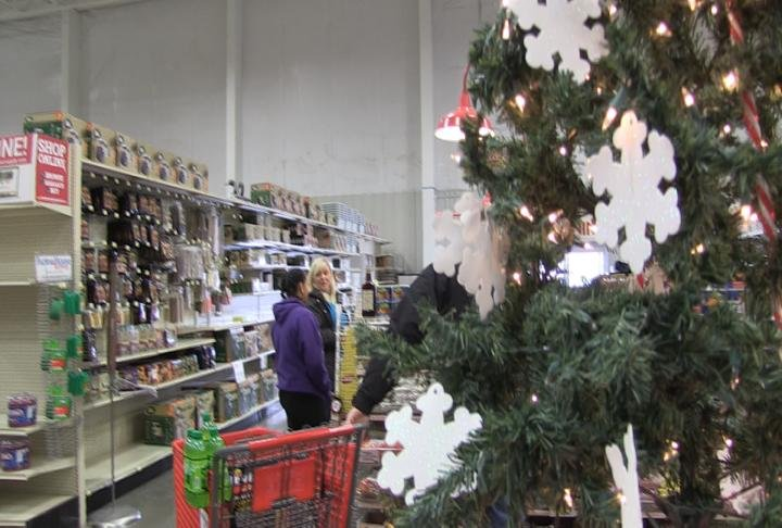 shoppers take advantage of after christmas sales kttc rochester austin mason city news weather and sports - After Christmas Decoration Sales