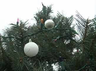 safety tips for christmas decorating - Christmas Decorating Safety Tips