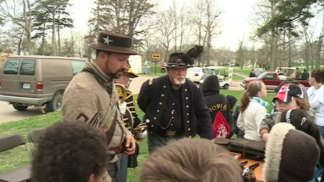 Kids get living history lesson at Keokuk Civil War reenactment event