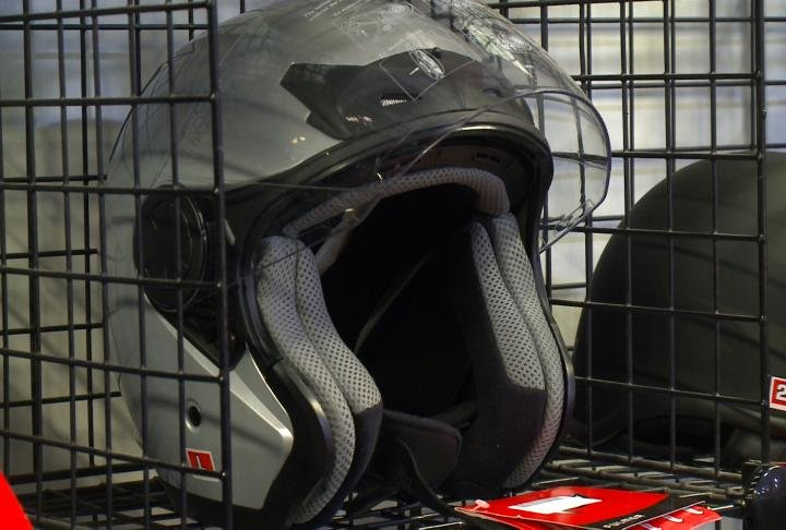 motorcycle helmet law debate More states are being pressured to repeal their universal motorcycle helmet laws but when those laws are changed, the number of fatalities starts to rise immediately.