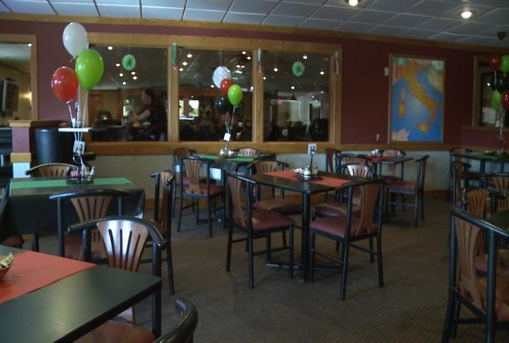 Viva Italia is opened 7 days a week from 11 a.m. to 9:30 p.m.