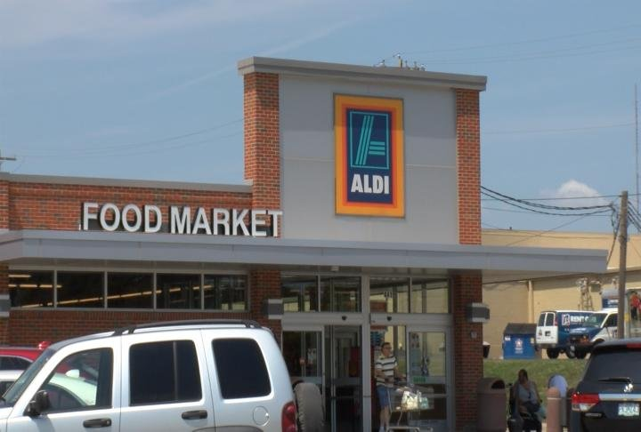 The store shares a packing lot with Aldi.
