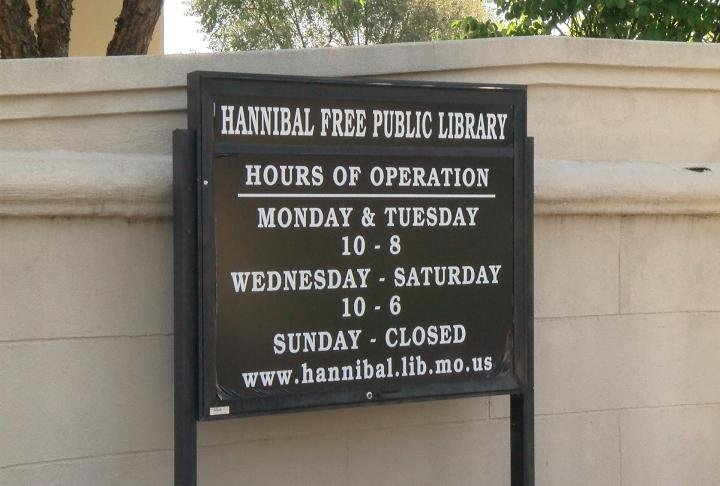 The sign outside the library showing the hours.