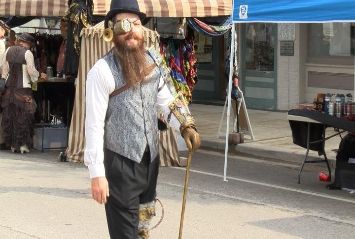 Many wore costumes that incorporate aspects of historical fiction sci-fi that defines the steampunk concept.